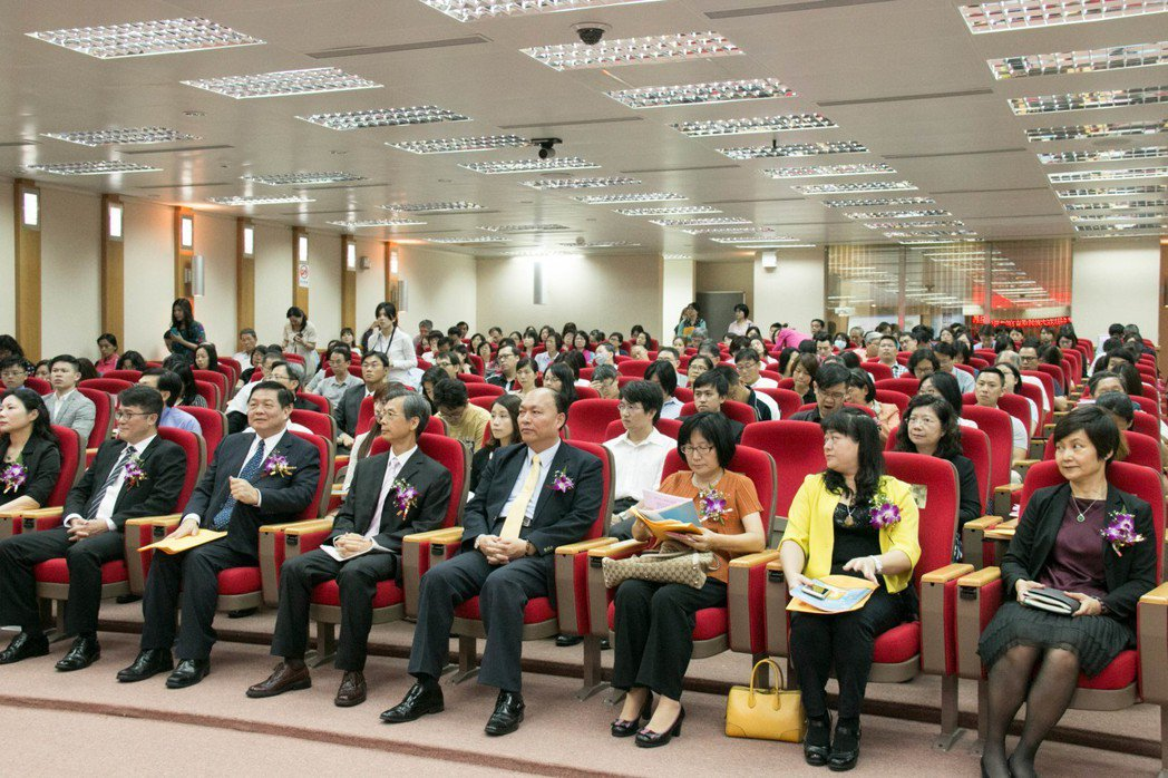 日前舉辦論壇共吸引超過300位的產、官、學、研的參與者,其中包括近100家上市上...