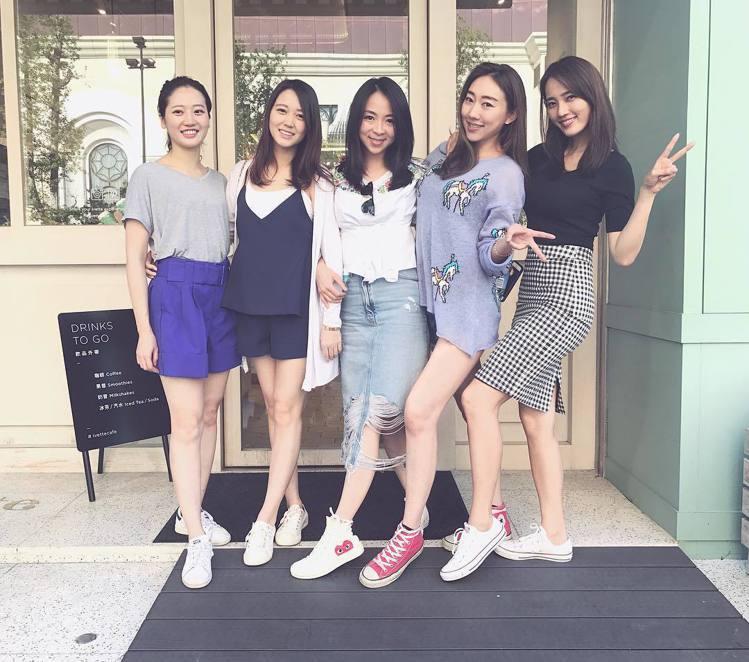 王棠云(右一)。圖/擷自instagram