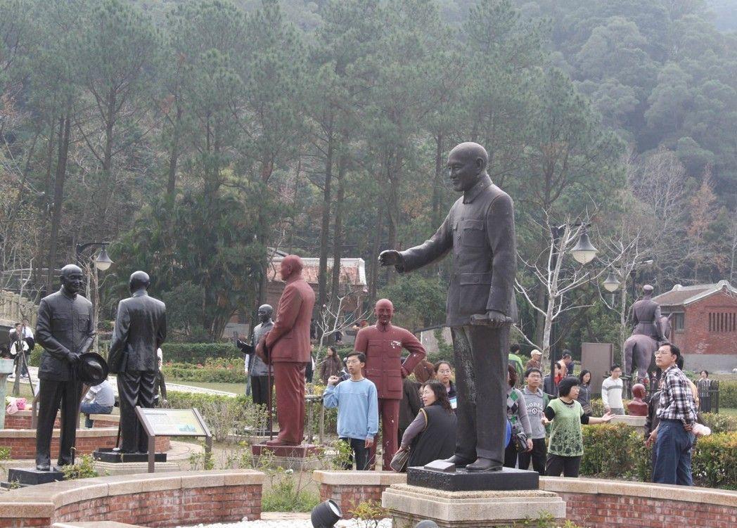 慈湖紀念雕塑公園是包括大陸客在內的遊客,喜歡走訪和拍照的熱門景點。 本報資料照片