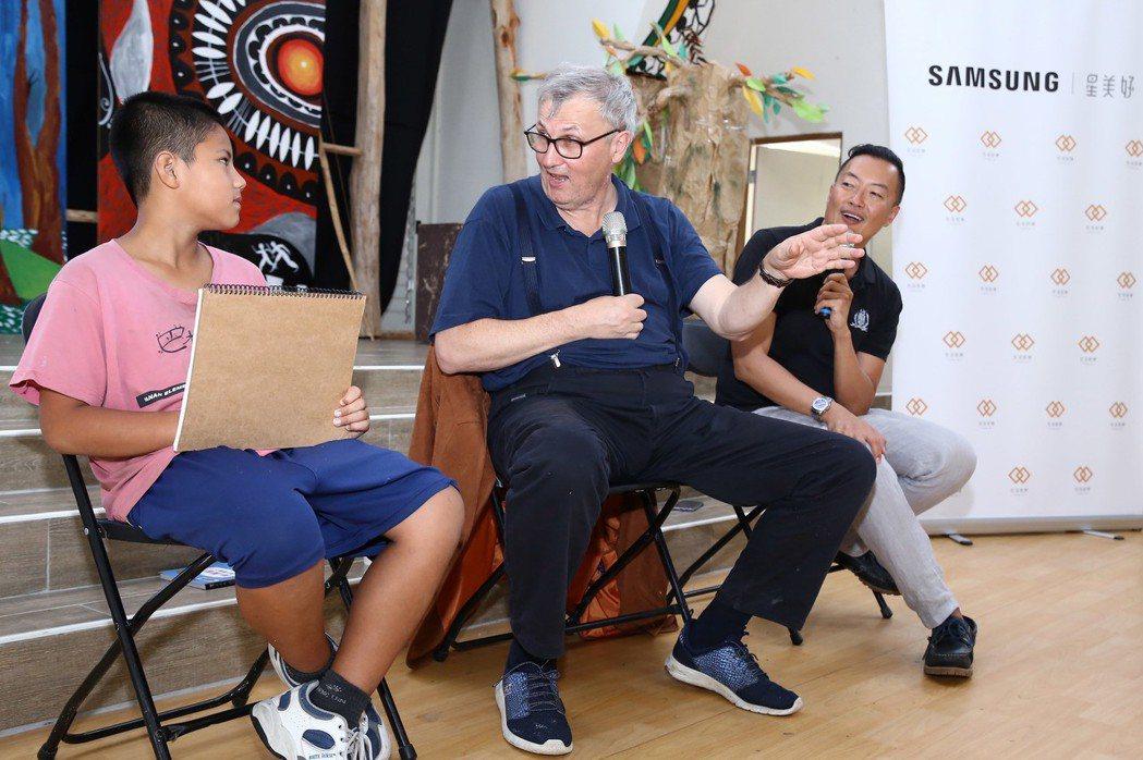 聯合國教科文組織(UNESCO)哲學顧問奧斯卡.伯尼菲二度造訪高雄巴楠花部落小學...