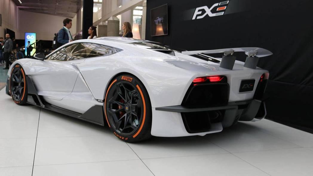 Aria FXE車體採用碳纖維材質打造,進一步達到輕量化需求。 圖片來源:Motor1.com