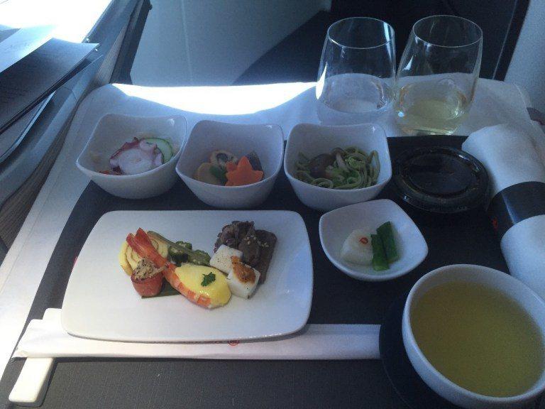 空服人員端上的前菜,誠意十足。圖文自:TripPlus