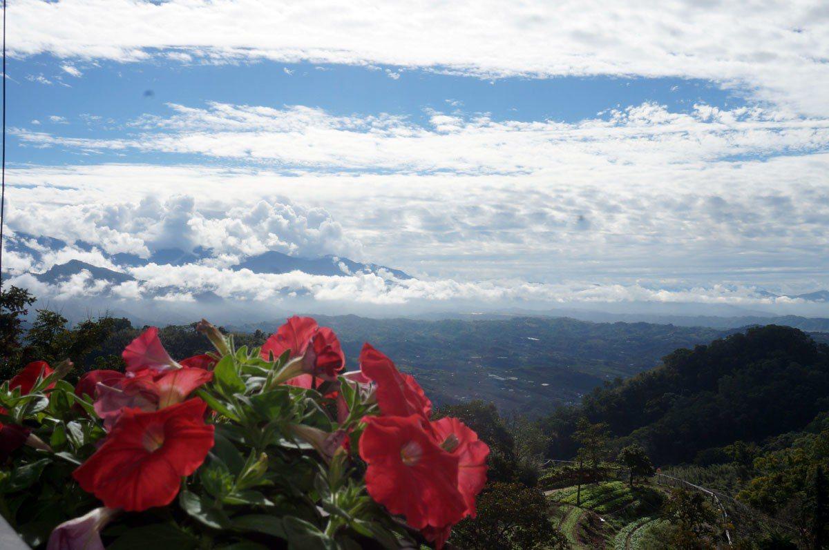 清晨與傍晚時分的雲也居一,雲霧景緻另有一番浪漫之美。 圖片提供 雲也居一