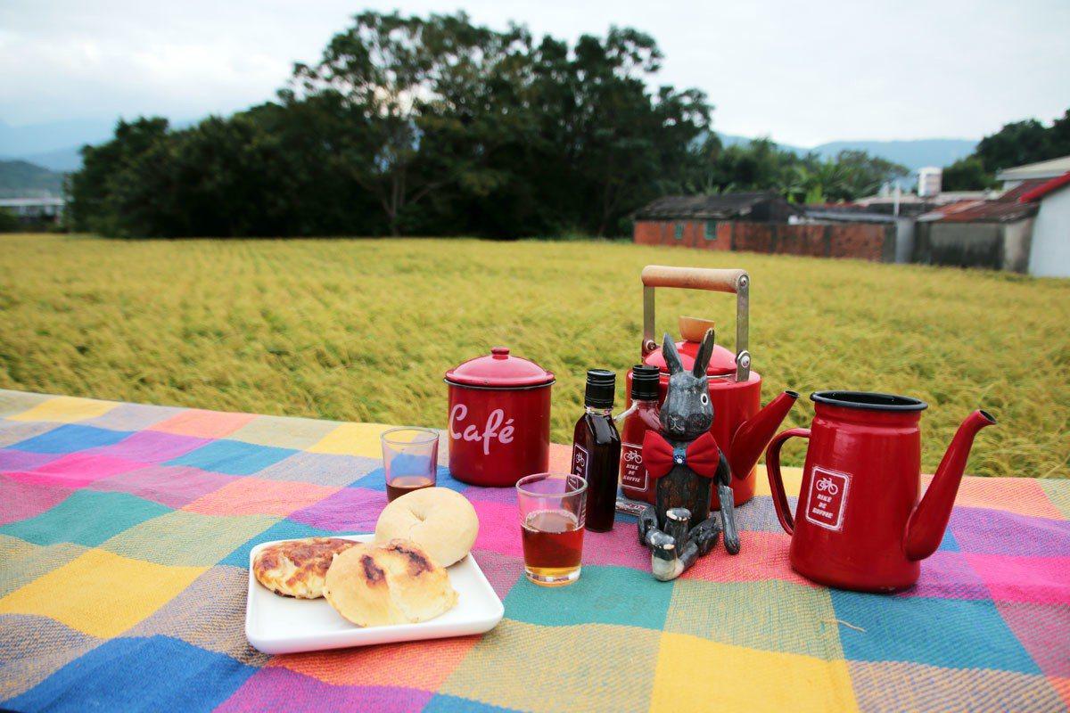 在田邊野餐,是阿洋和一群好友平常就會做的事。
