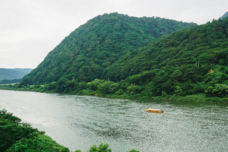 最上川被視為山形的母親之河,搭遊船一覽河岸風光十分愜意。
