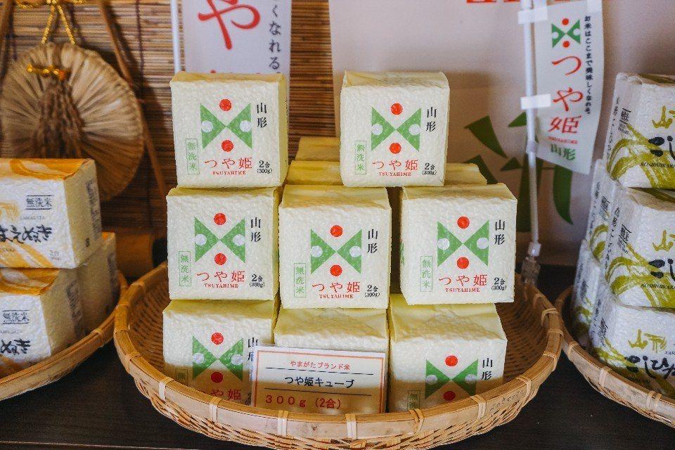 山形最引以為傲的「美姬米」,Q 彈美味,在各地商店都有販賣這種伴手禮型的小包裝。