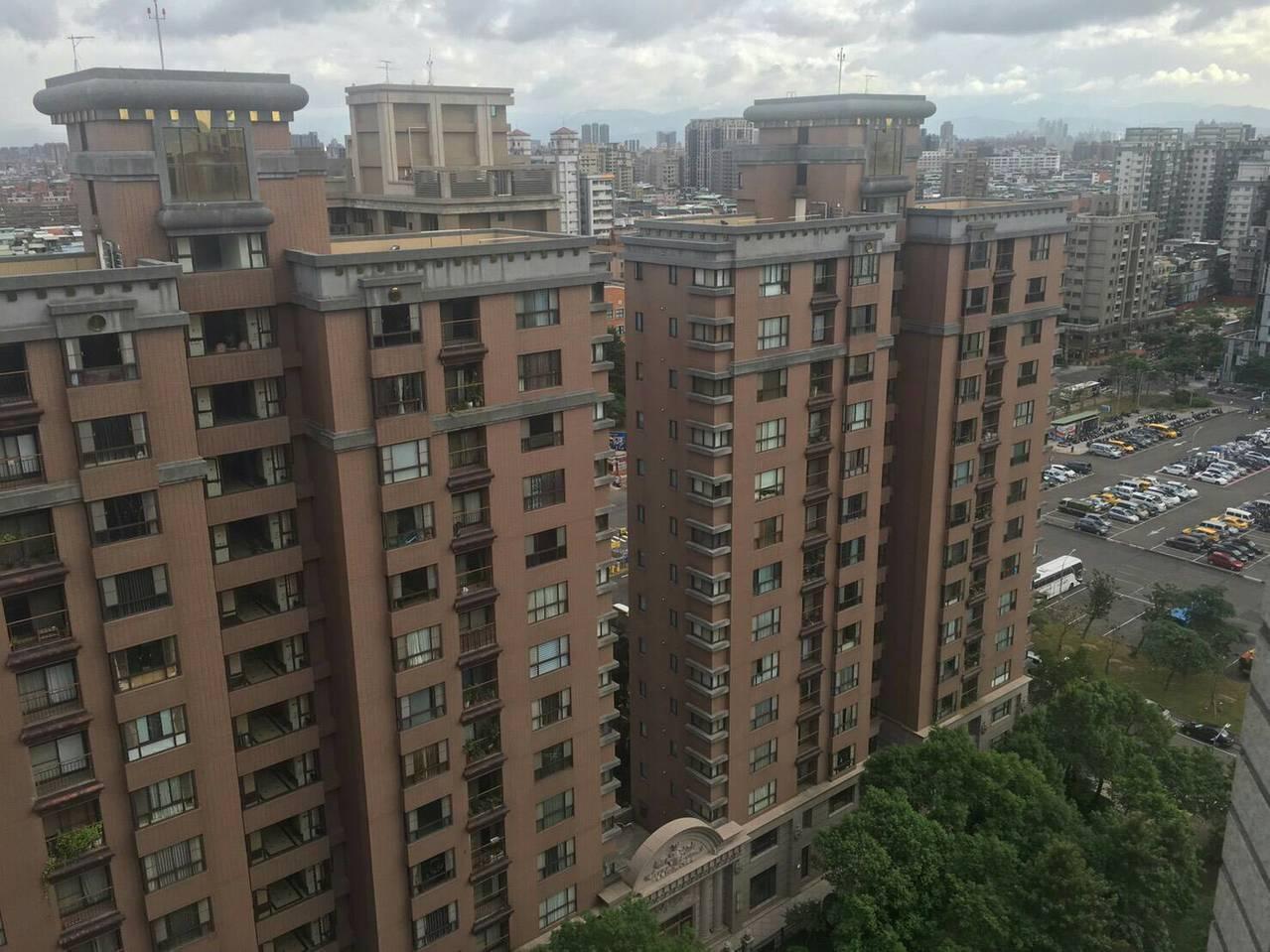 新北市經發局推「智慧能源管理社區示範計畫」,選中永和的台北菠爾社區及三重的峰景翠...