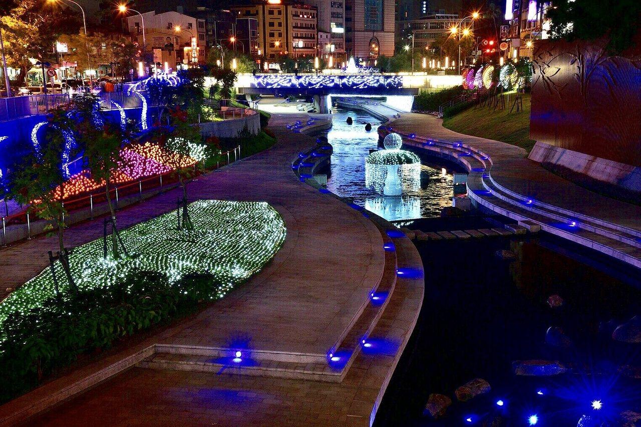 台中耶誕嘉年華往年都在台中市府廣場舉辦,今年首度移師柳川水岸。圖/水利局提供