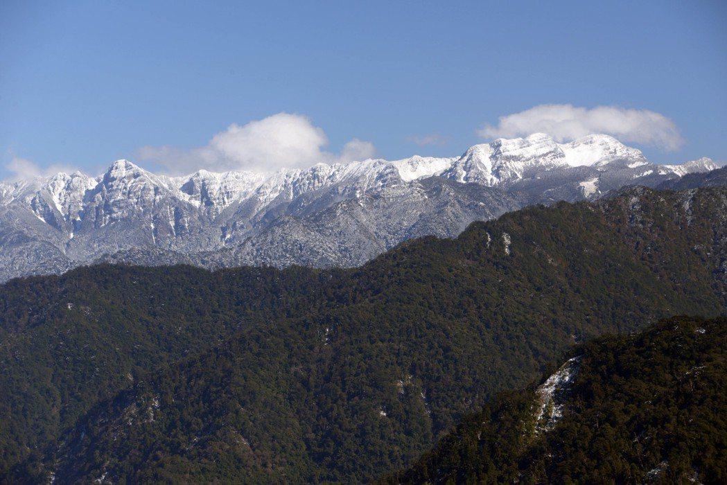 雪霸國家公園聖稜線雪季封閉3年,明年1到3月雪季期間試辦開放申請,雪霸處將比較嚴...