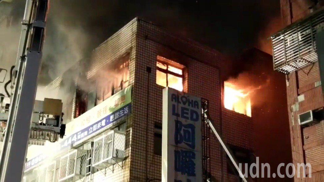八德路昨晚大火。記者李承穎/攝影