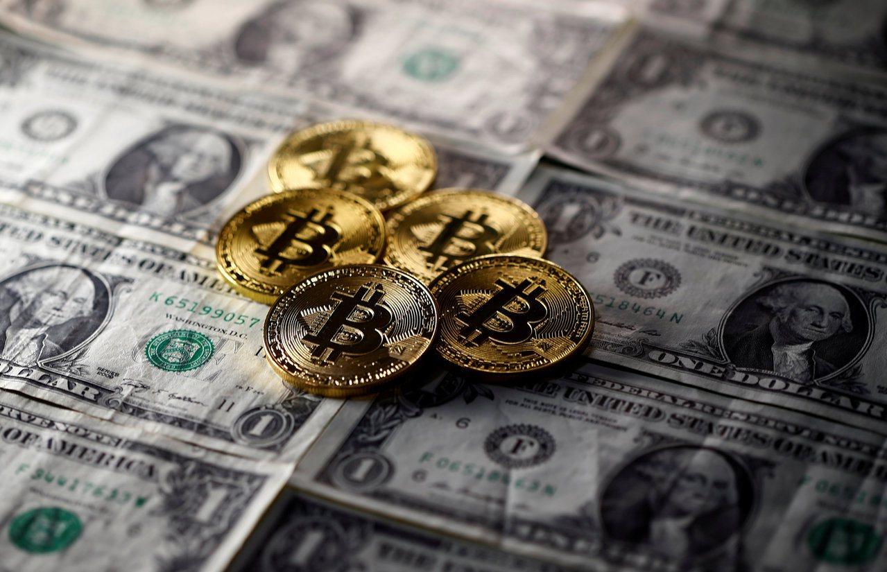 比特幣價格6日再創新高,逼近1.2萬美元大關。路透