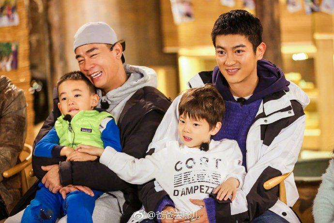 陳小春為了兒子Jasper(左),忍痛拒絕小泡芙做乾女兒。右為杜江、嗯哼父子。圖
