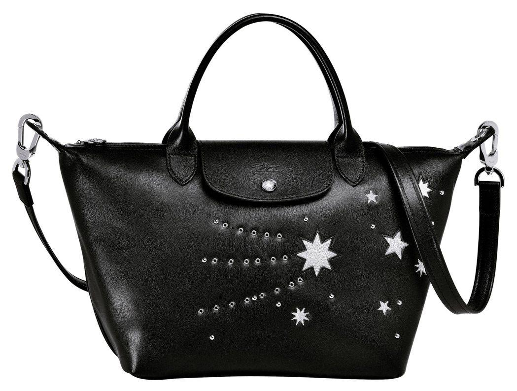 Le Pliage Cuir Étoiles系列夜空黑包款,售價13,380元(...