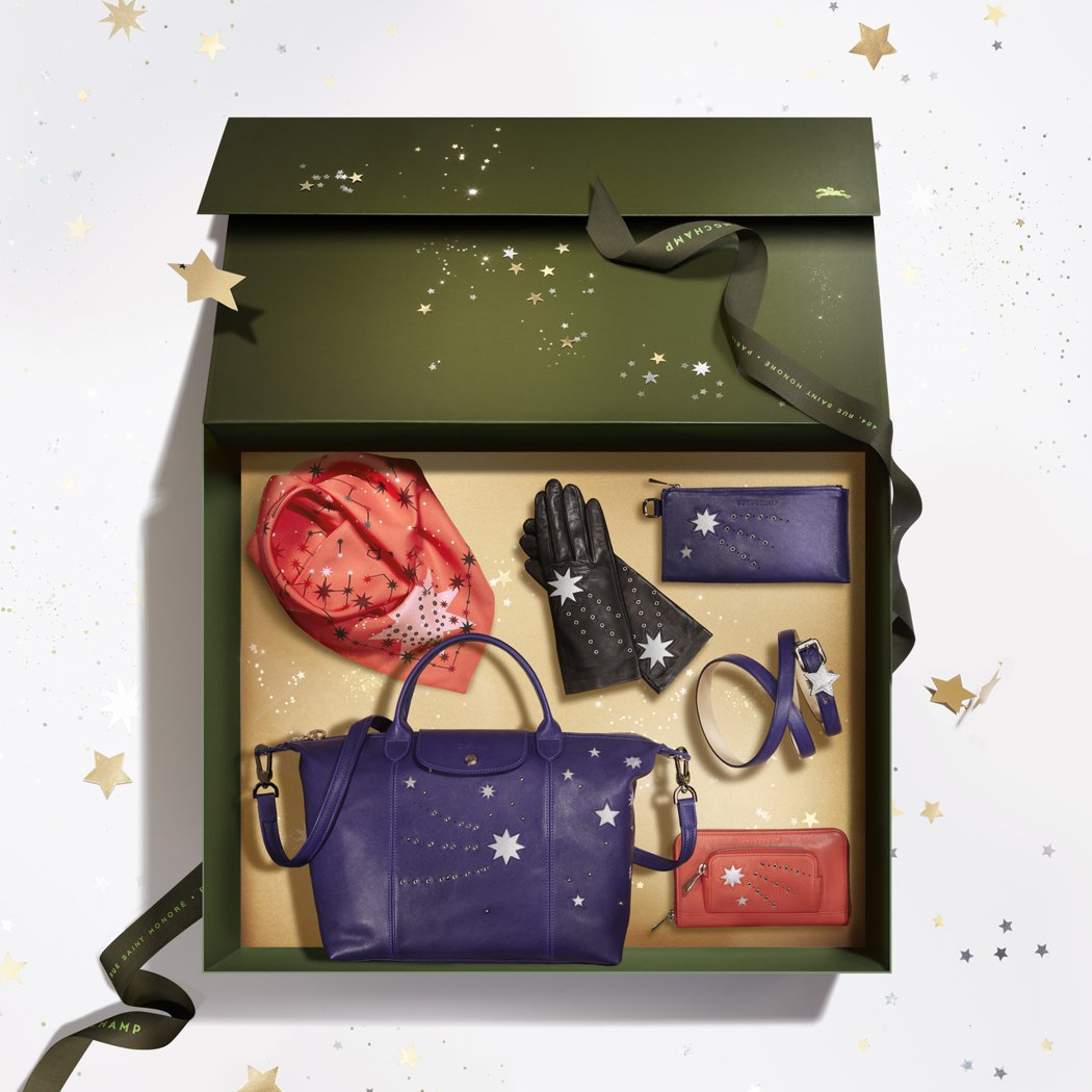 Longchamp推出耶誕限定Le Pliage Cuir Étoiles流星包...