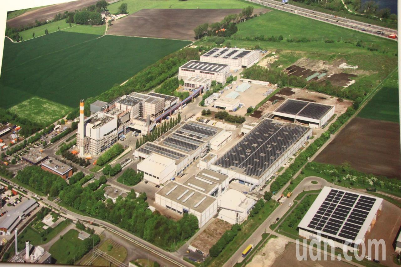 德國奧格斯堡市的垃圾處理園區共4公頃,乾式厭氧發酵處理系統占約1.5公頃。記者郭...