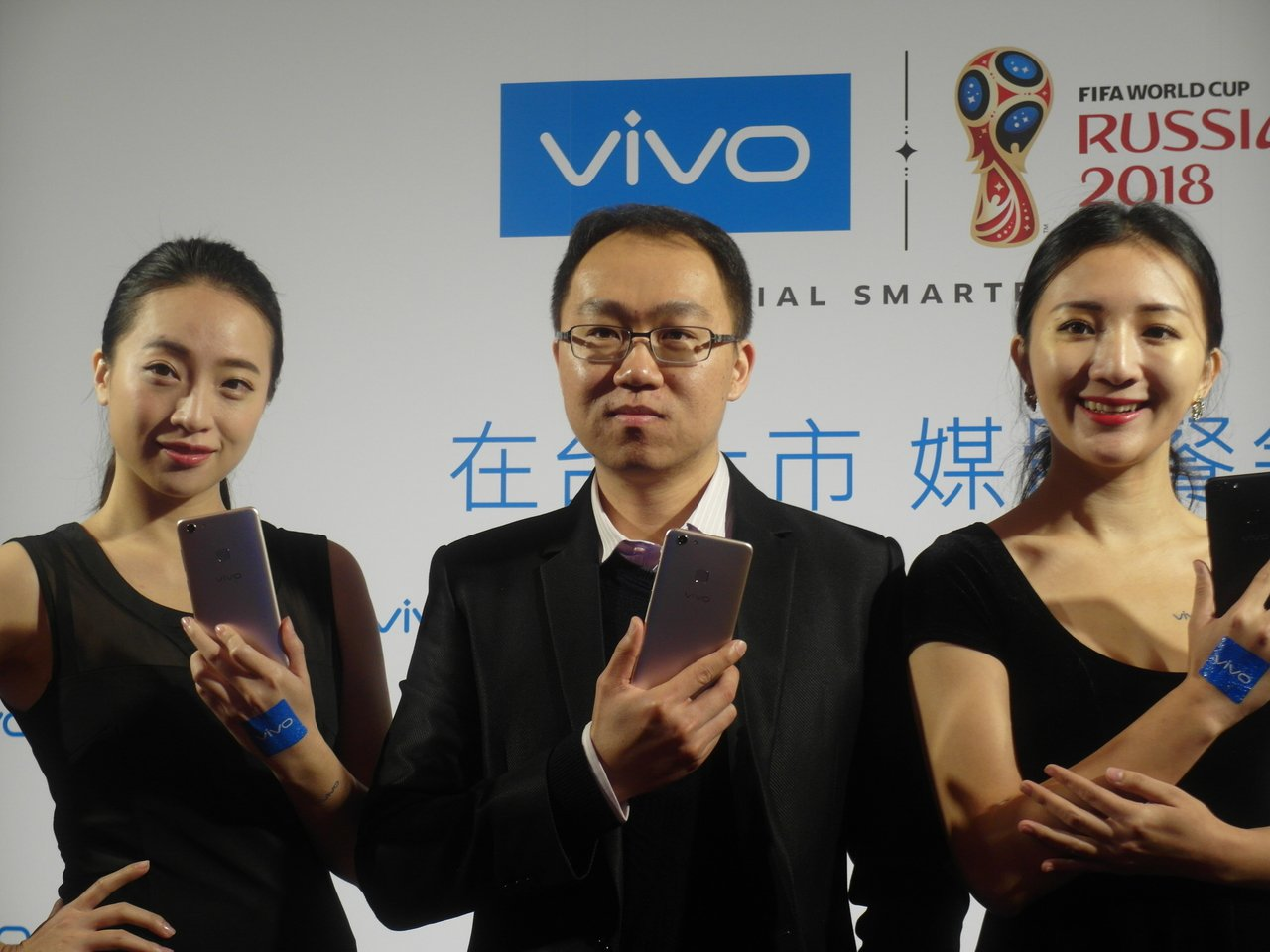 vivo台灣分公司副總經理韋奇夆(中)。 記者何佩儒/攝影