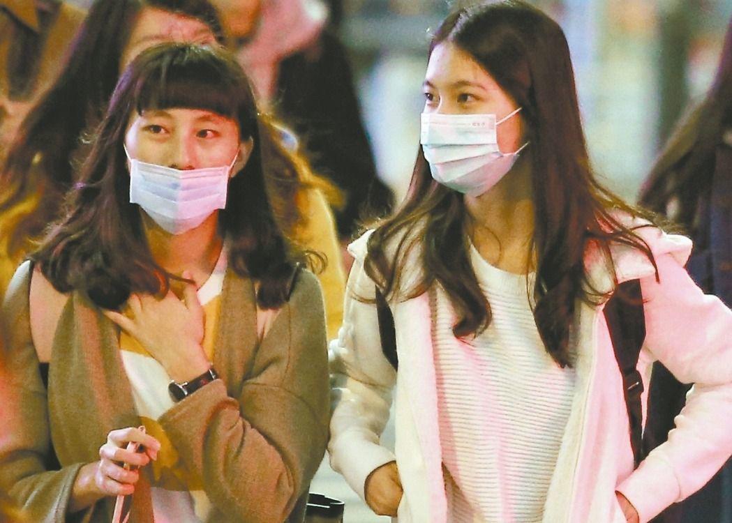 出門戴口罩已成全台民眾的生活一部分。記者王騰毅/攝影