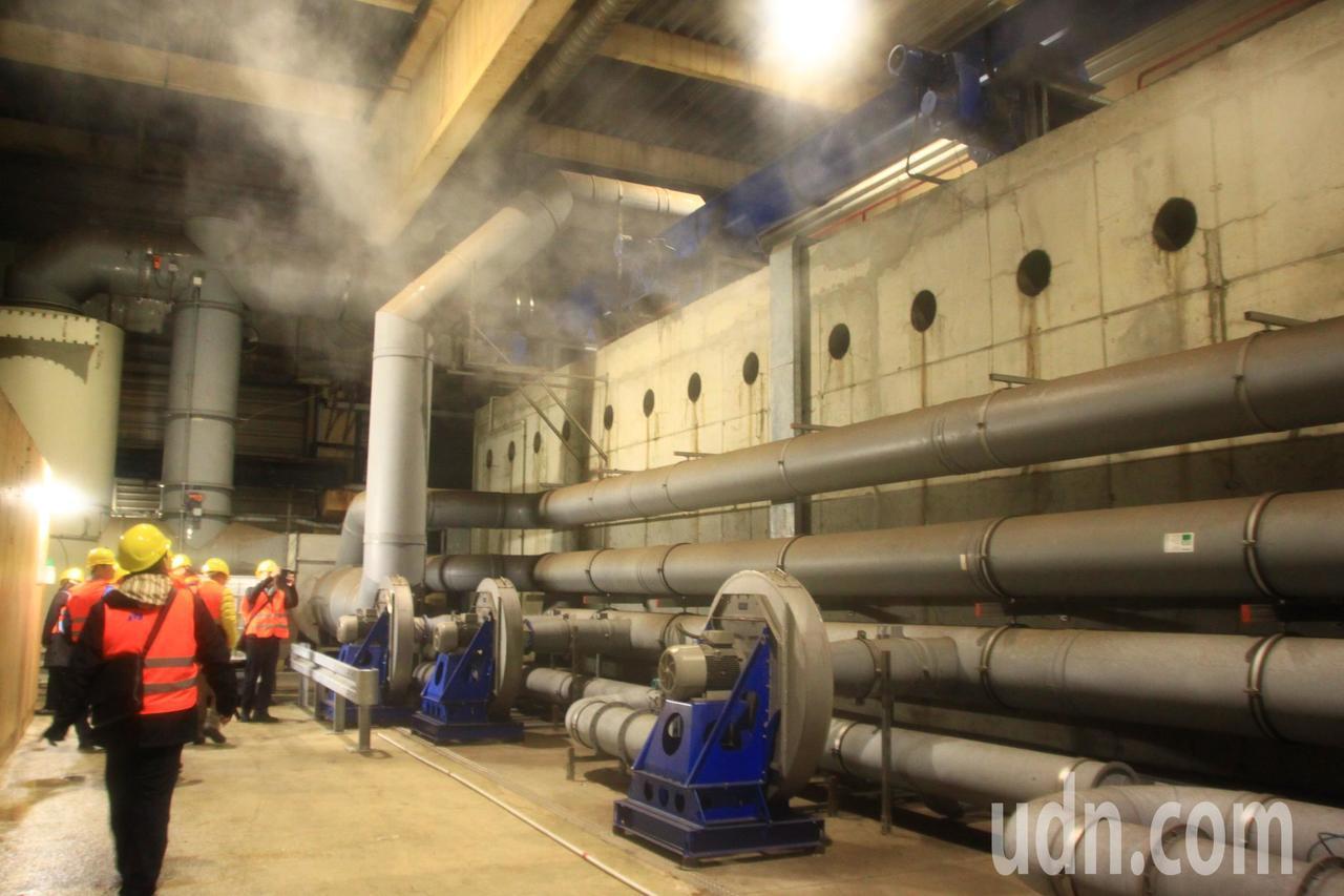 乾式厭氧發酵處理從中產生的甲烷,進到天燃氣供應系統,或提供電力發電。記者郭政芬/...