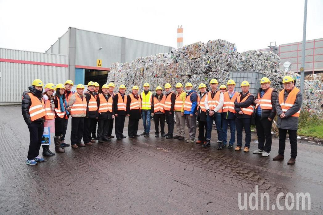 新竹縣長邱鏡淳率團到德國參訪,了解德國奧格斯堡市的垃圾處理。記者郭政芬/攝影