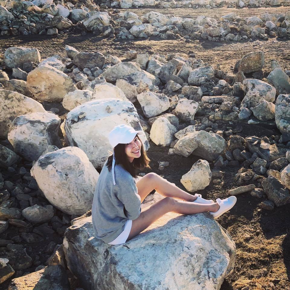 隋棠大秀修長美腿照,透露在加州度假。圖/摘自臉書