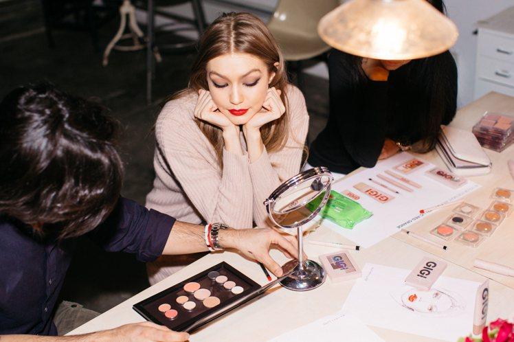 時尚超模Gigi Hadid與MAYBELLINE媚比琳攜手打造史無前例的限量聯...
