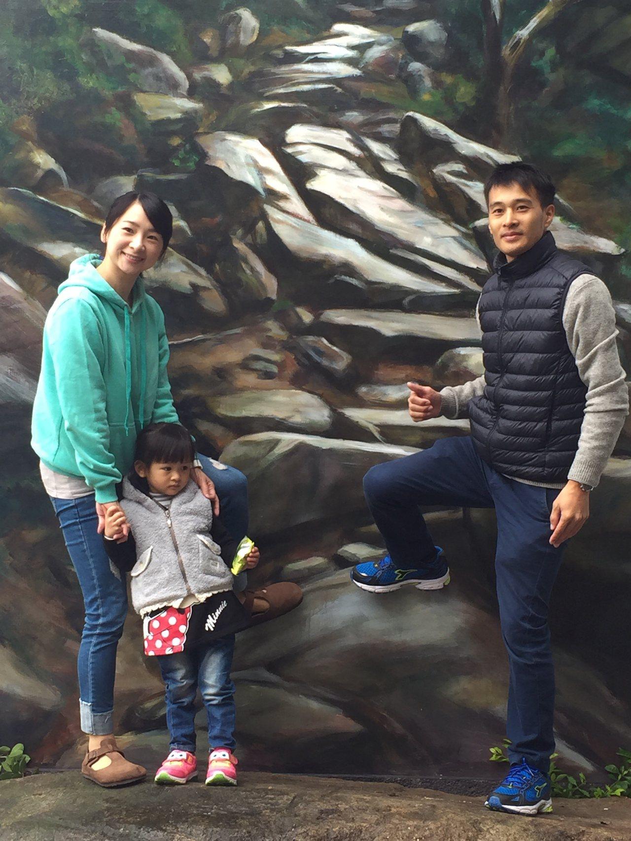 蔡厝的「豆腐古道」藝術地景,吸引不少民眾到此打卡拍照,成為新景點。記者蔡家蓁/攝...