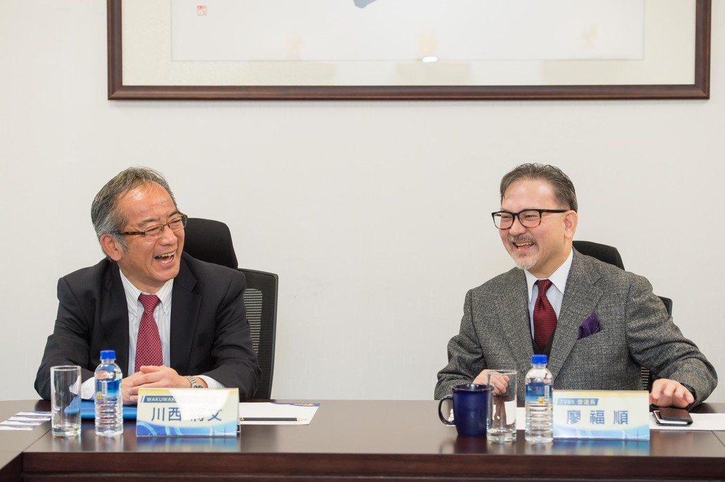 waku waku Japan社長(左)與TVBS營運長廖福順合影。圖/TVBS