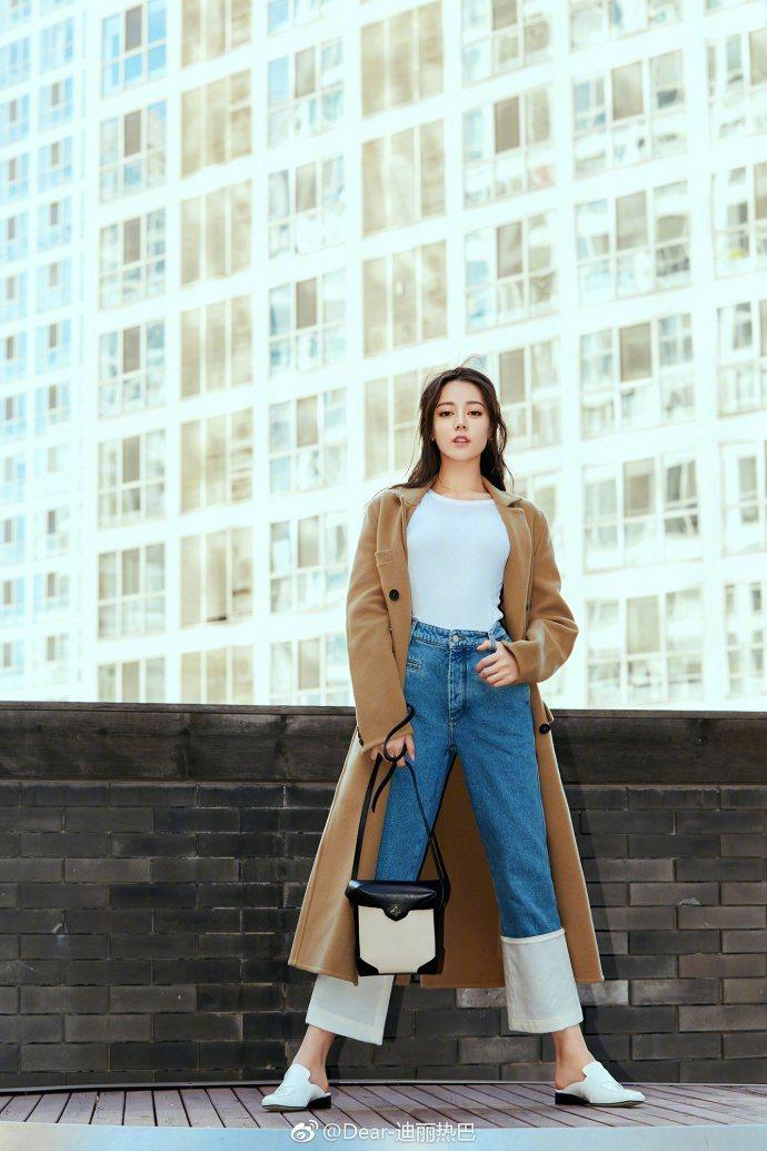 迪麗熱巴自封「酷炫美少女」。圖/龍華電視提供