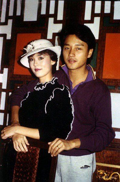 張國榮與翁靜晶連續合作好幾部片,是1980年代著名的銀幕情侶檔。圖/摘自微博