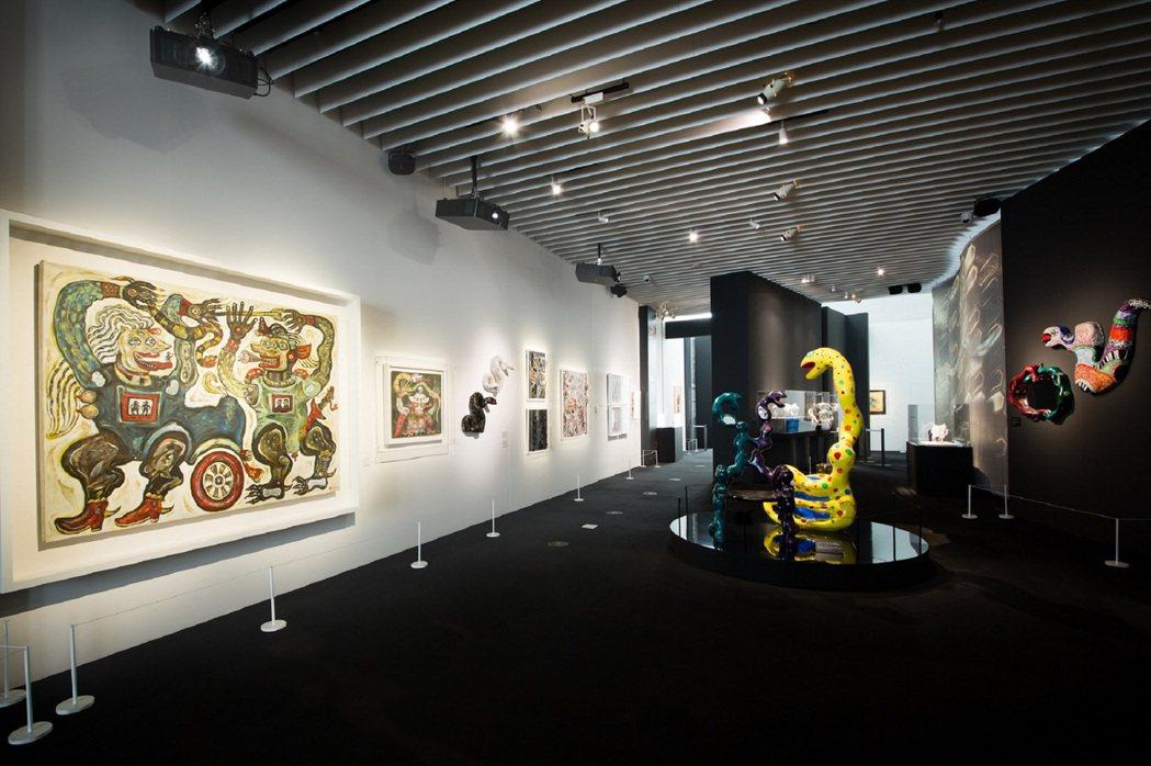 寶格麗東京SerpentiForm展覽場內有各種蛇形藝術。圖/BVLGARI提供