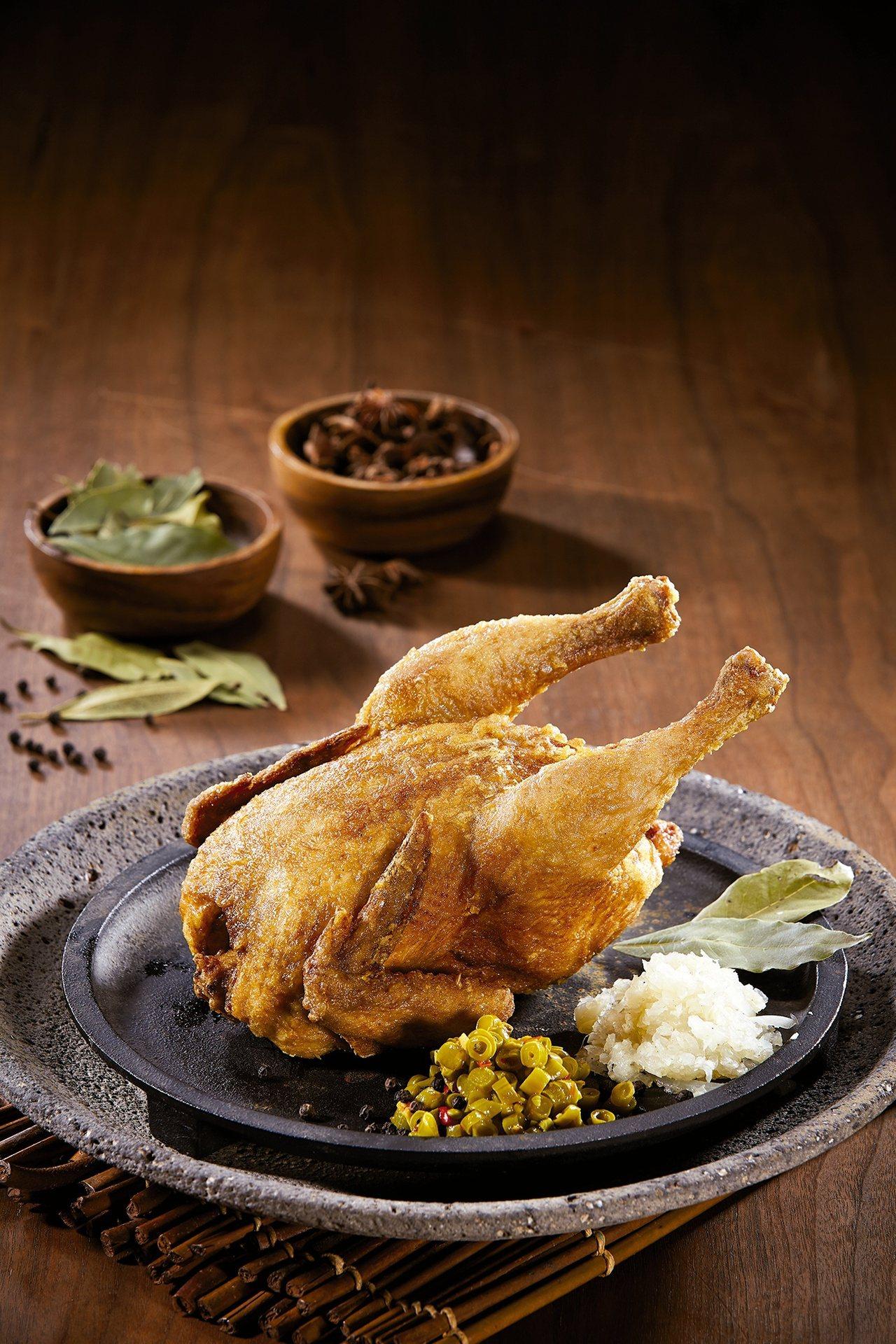 薄皮一隻雞,全雞550元,半隻290元。圖/繼光香香雞提供