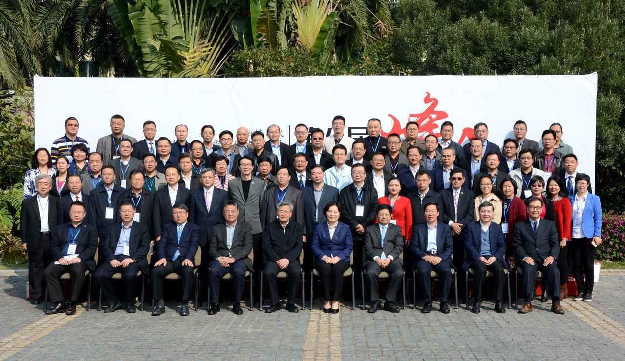 第八屆海峽媒體峰會在福建漳州舉辦。百餘名兩岸媒體人圍繞峰會主題各抒己見,為融媒時...