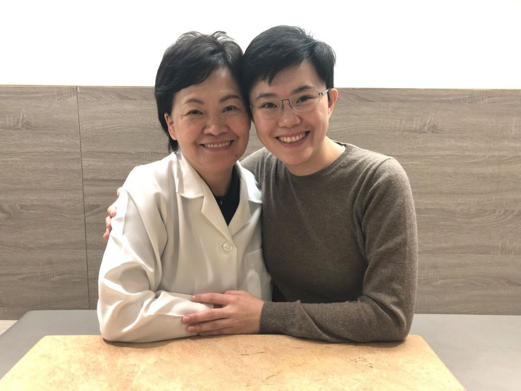 張溫鷹40歲生了一對雙胞胎,女兒陳俞融(右)今年投入市議員選舉,兒子是中山醫大牙...
