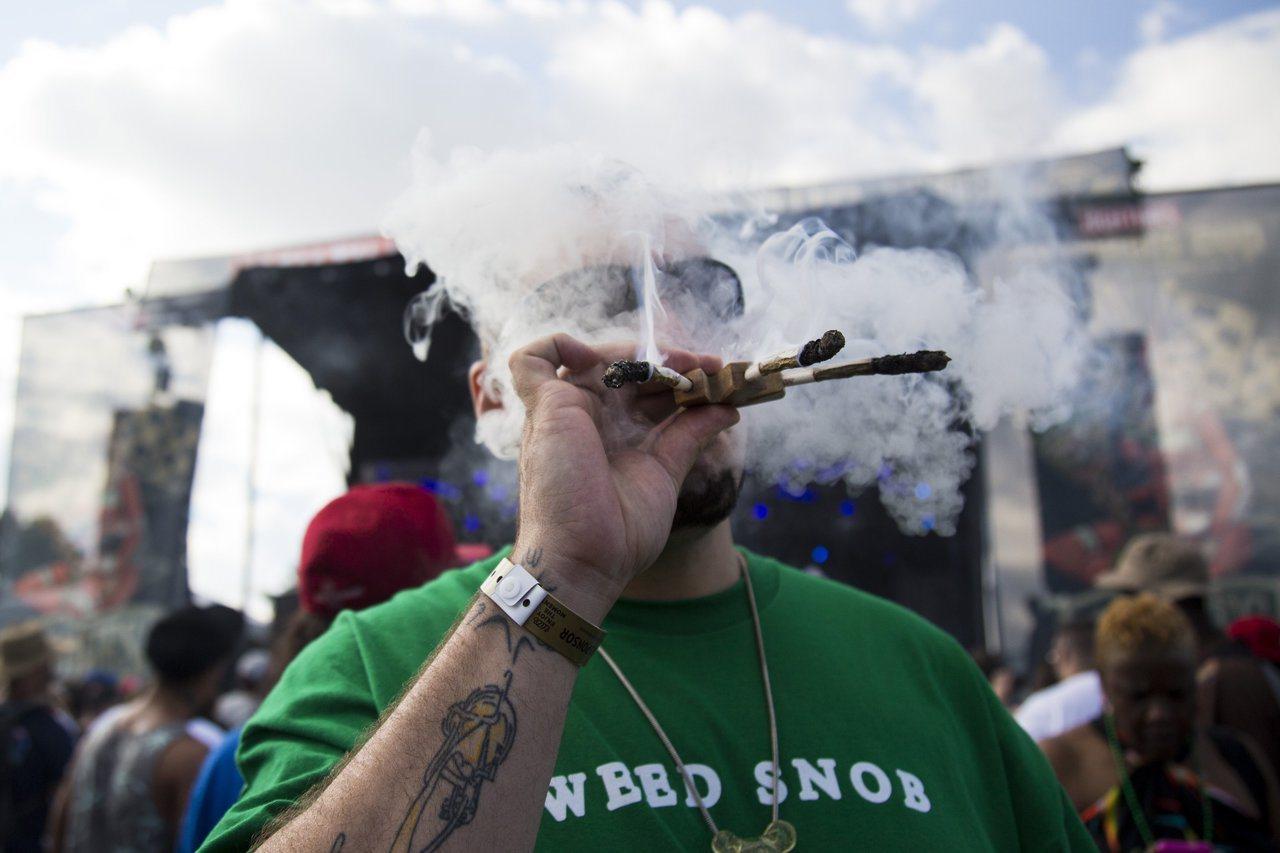 全美各急診室紛傳出吸大麻神秘後遺症 編譯組
