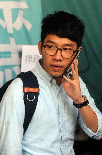襲擊香港眾志主席羅冠聰罪成,4人准保釋等候上訴。