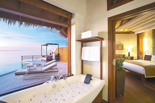 馬爾地夫的浪漫海島風光可讓人在最無憂的心情下,迎接新年度的降臨。 KAYAK/提...