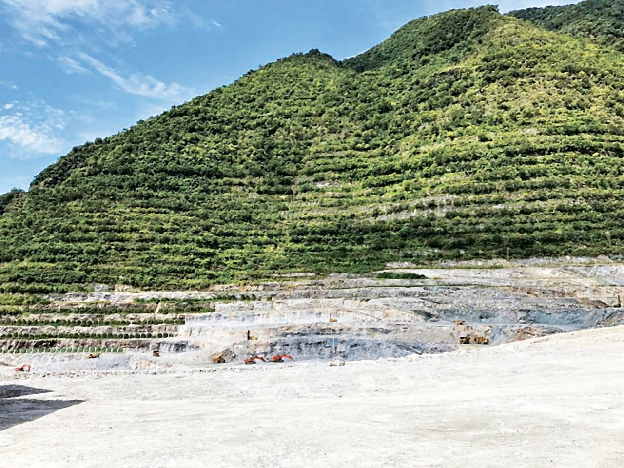 亞泥新城山礦場約40年挖掘,開採高度節節下降。 報系資料照
