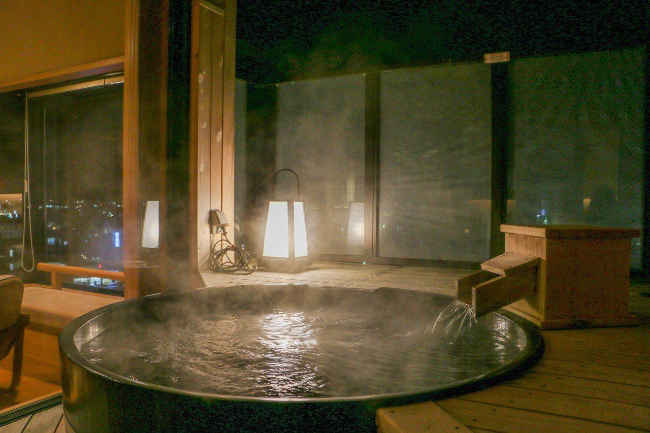 滝の湯的部分房間內設有露天溫泉。