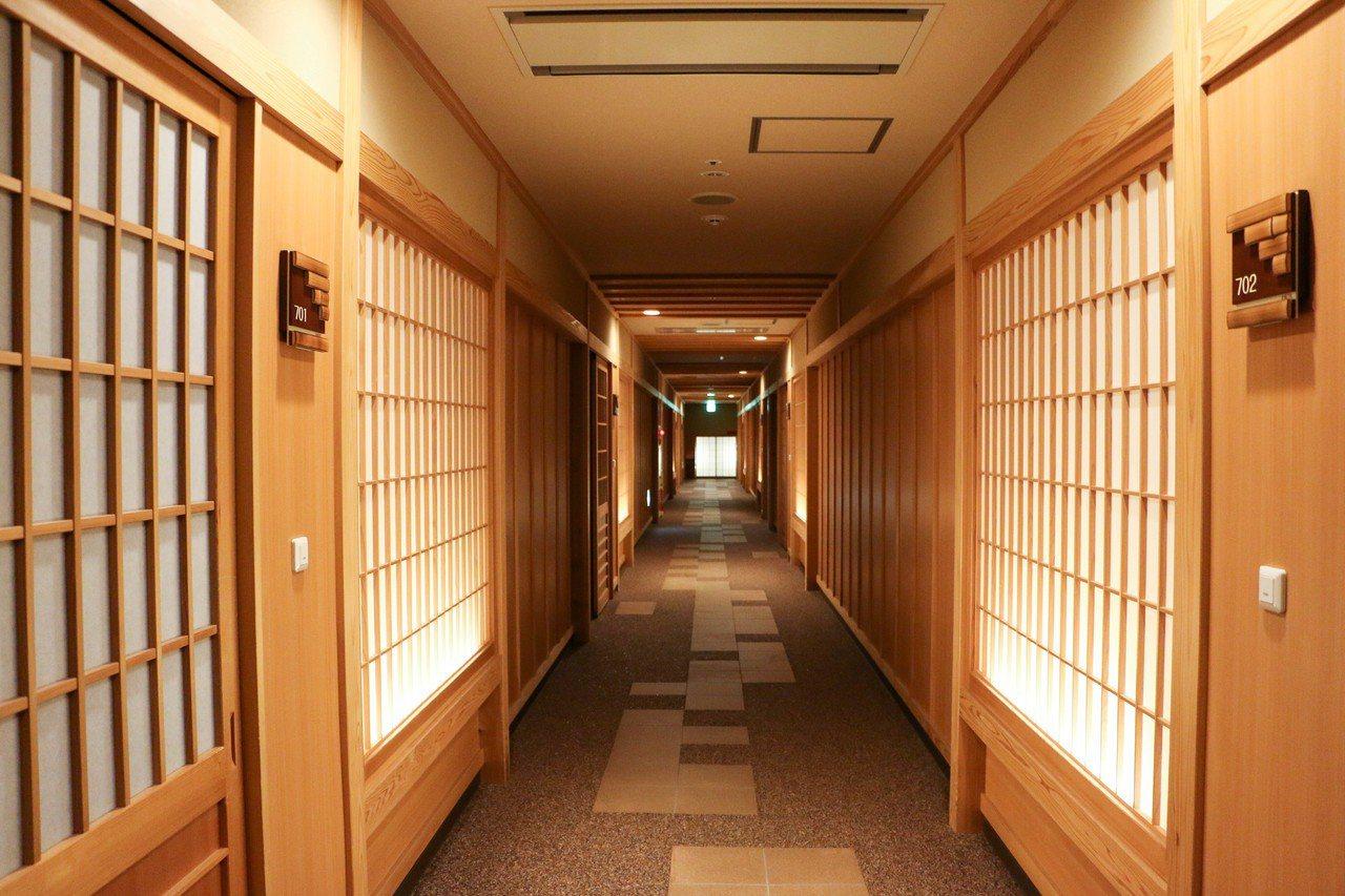 滝の湯旅店走廊。