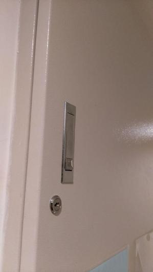 房東將電表上鎖不給房客看。取自爆料公社