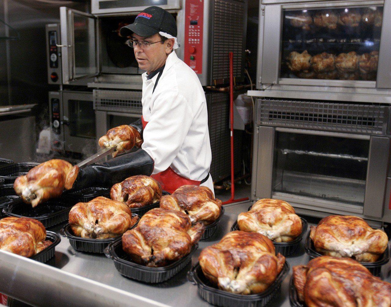 量販店好市多(Costco)的鎮店之寶-烤雞。圖/美聯社