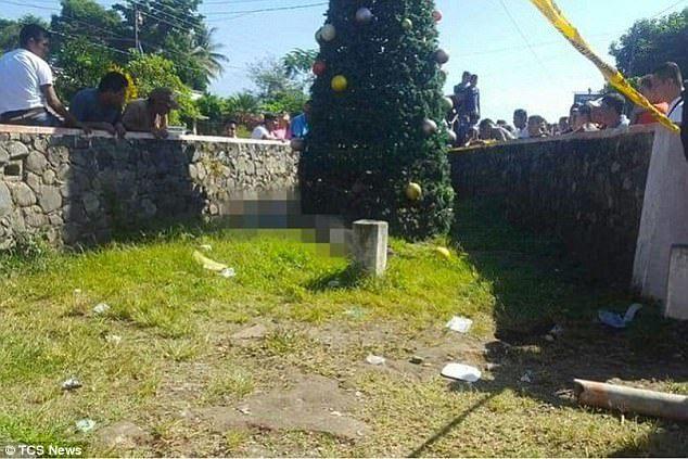 瓜地馬拉5位年輕人在裝飾聖誕樹途中,不慎讓金屬聖誕樹碰到電纜線,5人全數觸電身亡...