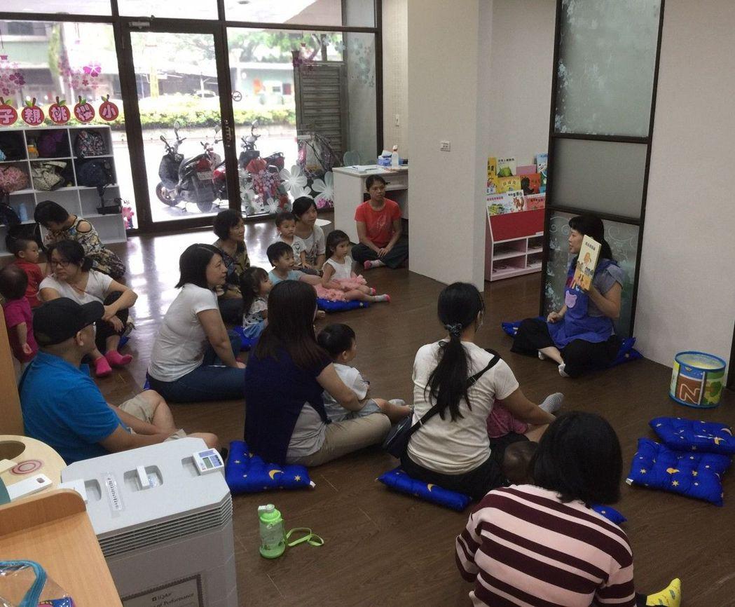 「小櫻桃親子創作屋」透過專業老師的帶領,讓大人小孩都愛聽故事,為幼兒閱讀做啟蒙。...