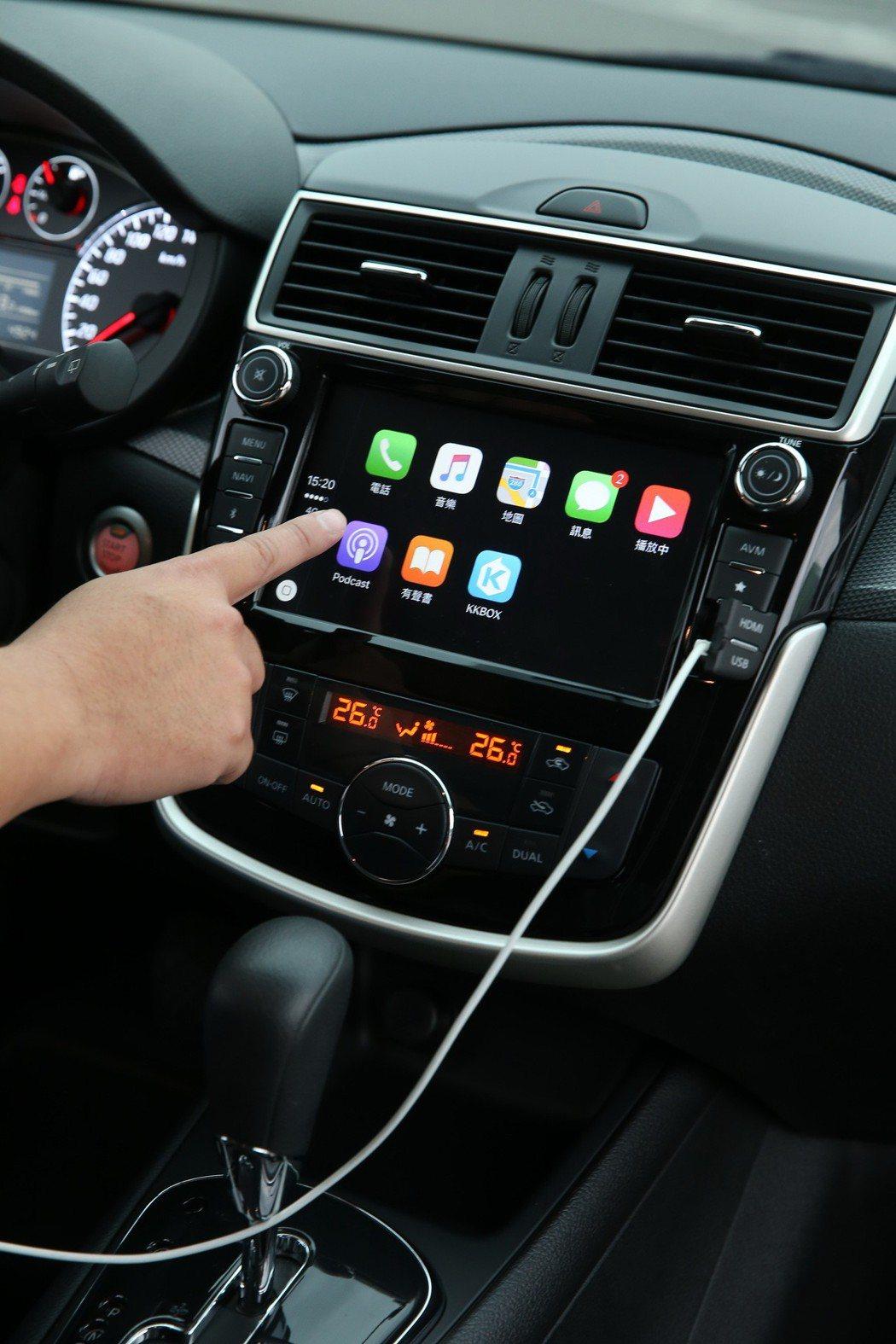 智慧科技則導入Apple Carplay影音系統。 記者陳立凱/攝影