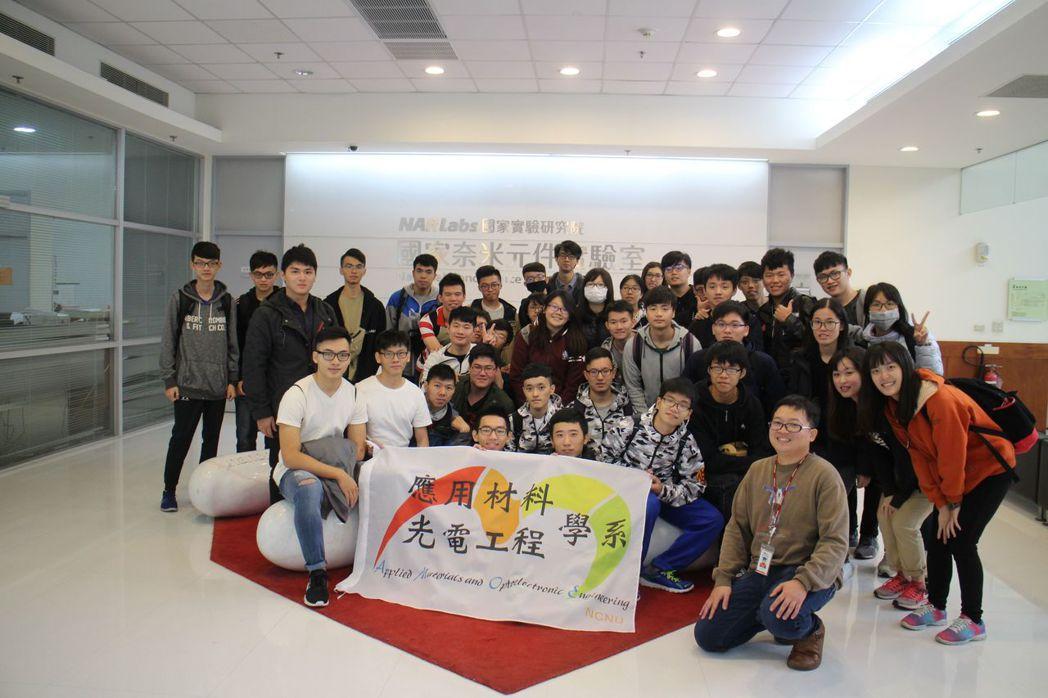 國立暨南國際大學應光系師生參訪國家奈米元件實驗室。國立暨南國際大學/提供