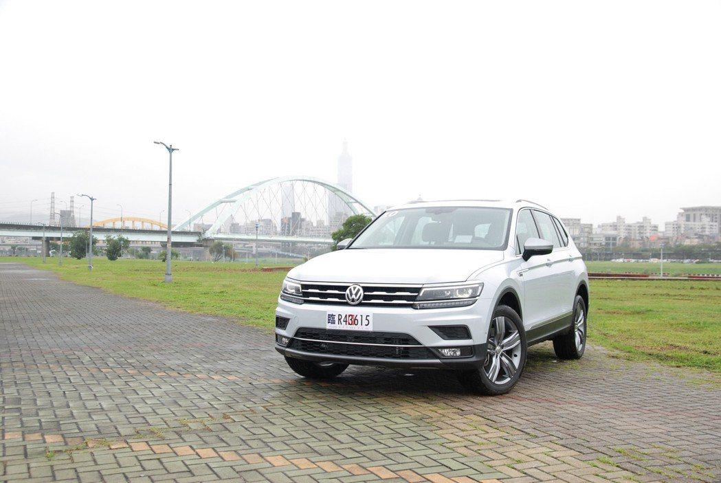 VW Tiguan Allspace 具 AFS 轉向功能 LED 頭燈、LED...