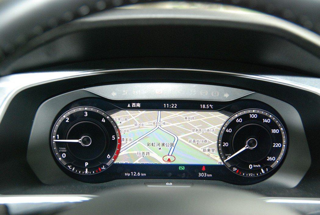 標配的 AID 全彩數位儀表可提供導航、駕駛輔助系統、油耗數值、行駛距離、越野專...