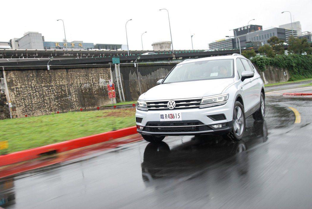 台灣福斯汽車去年創下歷史銷售新高 11,000 輛,達成 34.7% 正成長,其中又以Tiguan、Allspace等休旅車款最受歡迎。圖為七人座Allspace。 記者林鼎智/攝影