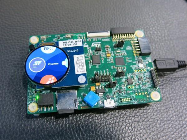 圖2 : ST的Chrom-GRC圖形控制器可高效處理圓形顯示器,因而節省更多記...