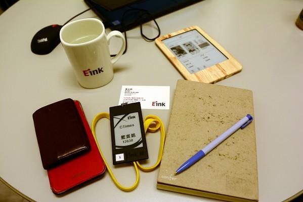 圖三 : 元太的訪客識別卡也採用電子紙,不僅可重複使用,且十分有代表性。